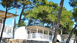 Luxurious mobile homes located on the first row to the sea
